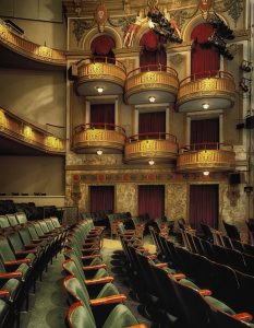 billigere i teatret